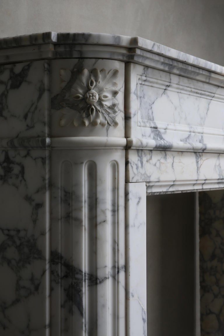 Antique Mantel of Arabescato Marble from Italy in Style of Louis XVI For Sale 5