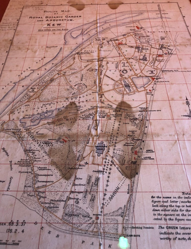 Antique Map of the Royal Botanic Garden & Arboretum Kew in London, England In Fair Condition For Sale In San Diego, CA
