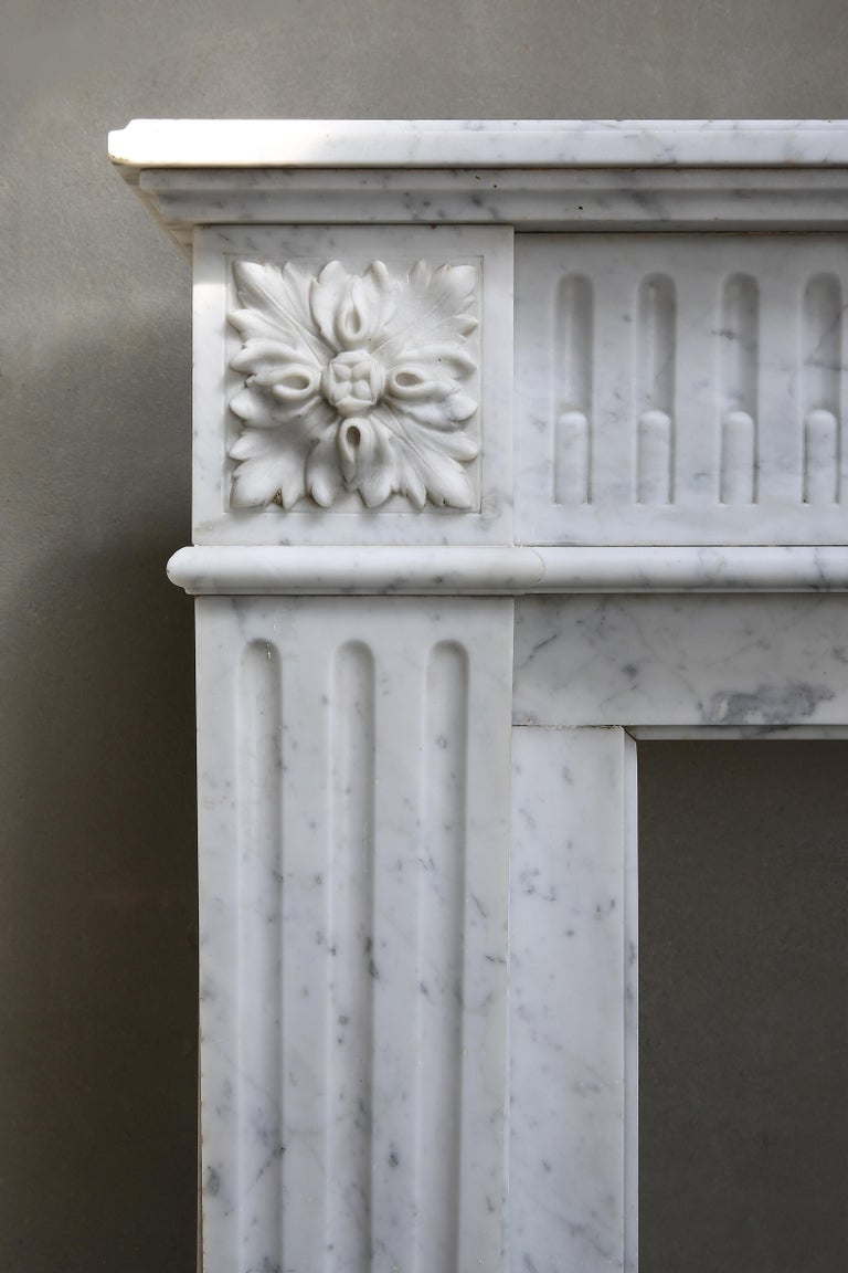 Antique Marble Mantel Piece of Carrara Marble in Style of Louis XVI For Sale 4