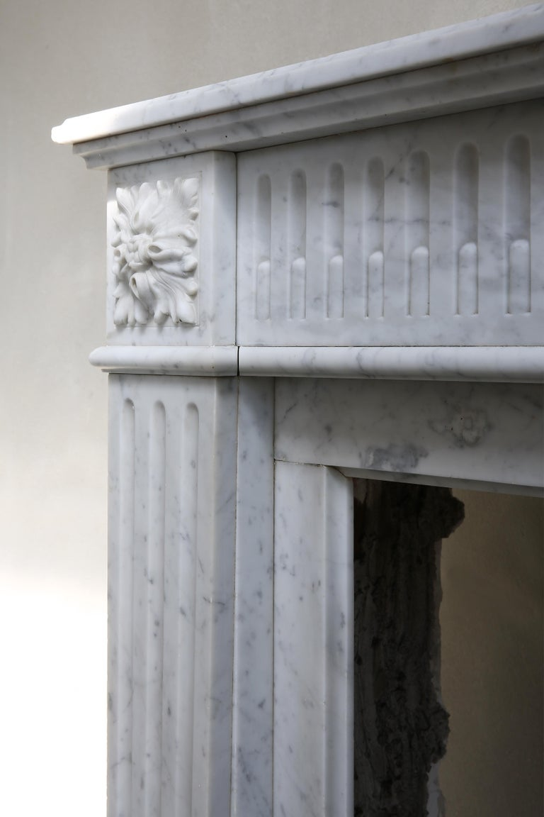 Antique Marble Mantel Piece of Carrara Marble in Style of Louis XVI For Sale 5