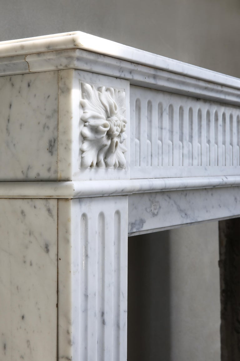 Antique Marble Mantel Piece of Carrara Marble in Style of Louis XVI For Sale 6