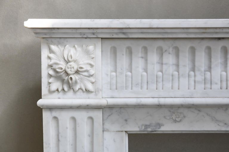 Antique Marble Mantel Piece of Carrara Marble in Style of Louis XVI In Good Condition For Sale In Made, NL