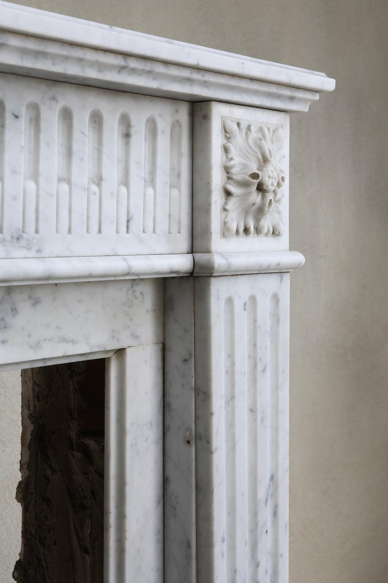 Antique Marble Mantel Piece of Carrara Marble in Style of Louis XVI For Sale 3