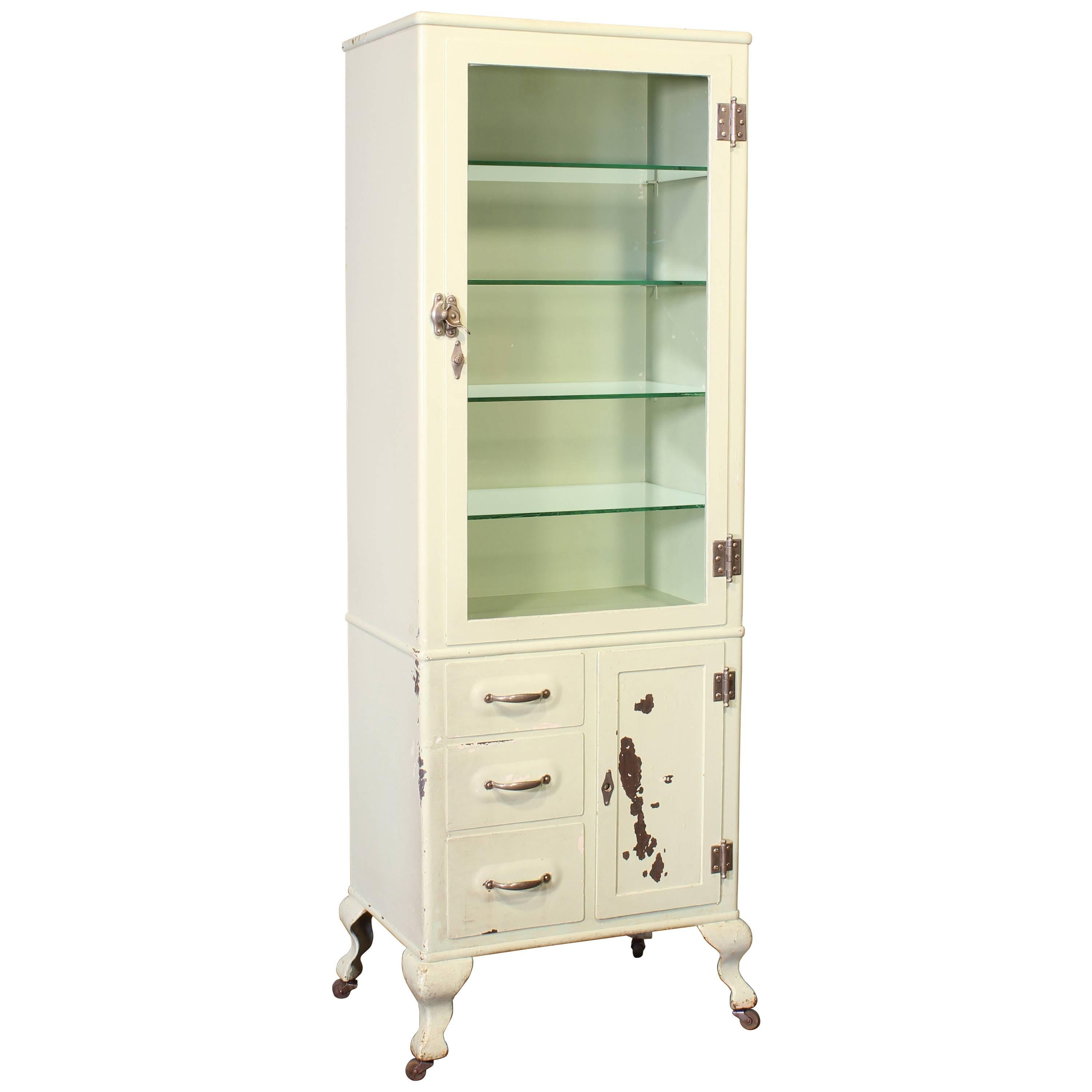 Merveilleux Antique Medical Cabinet