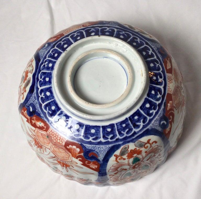 Antique Meiji Period Imari Porcelain Bowl In Good Condition For Sale In Lambertville, NJ