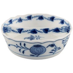 "Antique Meissen ""Blue Onion"" Bowl in Hand Painted Porcelain, Early 20th Century"