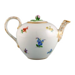 Antique Meissen Teapot in Hand-Painted Porcelain with Flowers, Late 19th C.