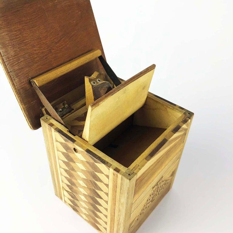 Antique Mexican Cigarette Box Dispenser In Fair Condition For Sale In Mexico City, CDMX