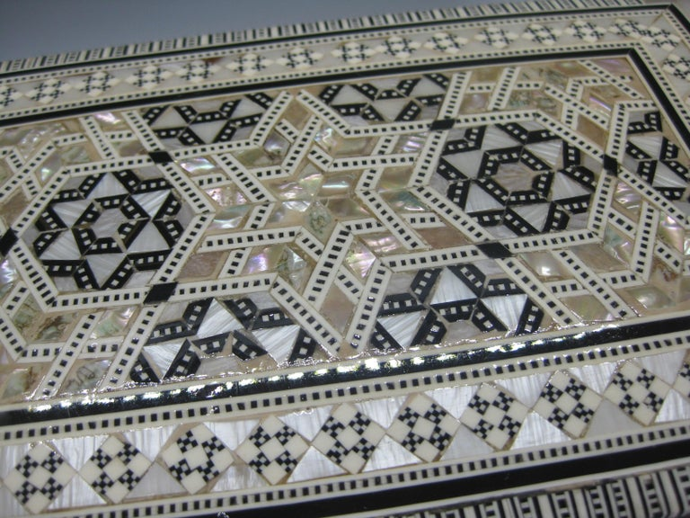 Antique Micro Mosaic Marquetry Mother of Pearl Inlay Wooden Jewelry Trinket Box For Sale 5