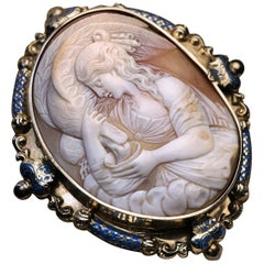 Antique Mid-19th Century French Shell Cameo Gold Brooch