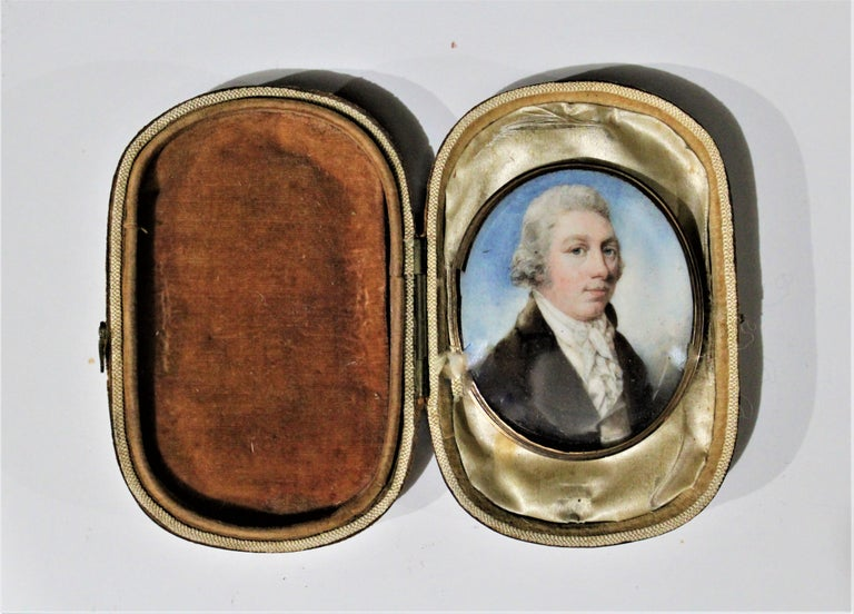 Antique Miniature Portrait on Bone with Fitted Case 14-Karat Yellow Gold Brooch In Good Condition For Sale In Hamilton, Ontario