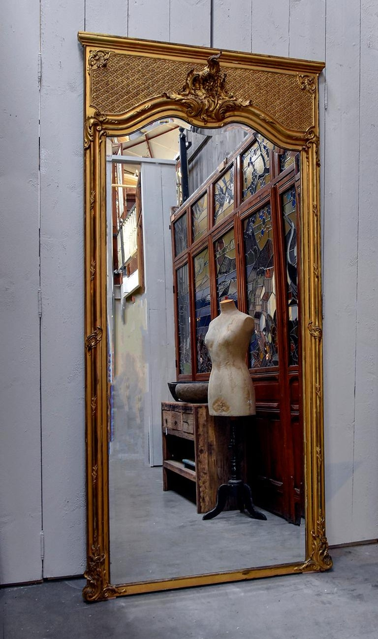 Beautiful antique mirror from the 19th century From France with faceted glass.