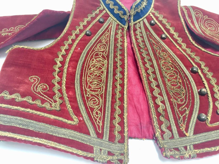 Antique Red Velvet Jacket with Gold Embroidery In Good Condition For Sale In North Hollywood, CA