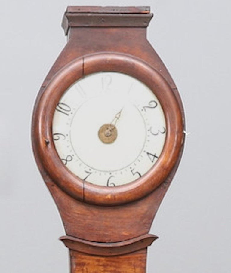 Antique Swedish mora clock from early 1800s in natural finish and with a great waisted shape body and a good face with lots of detail. Measures: 210cm.  It has the Classic extended belly of a traditional Swedish mora clock.   The clock body
