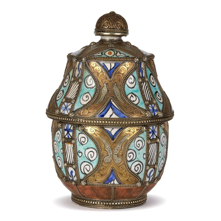 Antique Moroccan Jobbana Ceramic Lidded Butter Pot In Good Condition For Sale In Bishop's Stortford, Hertfordshire