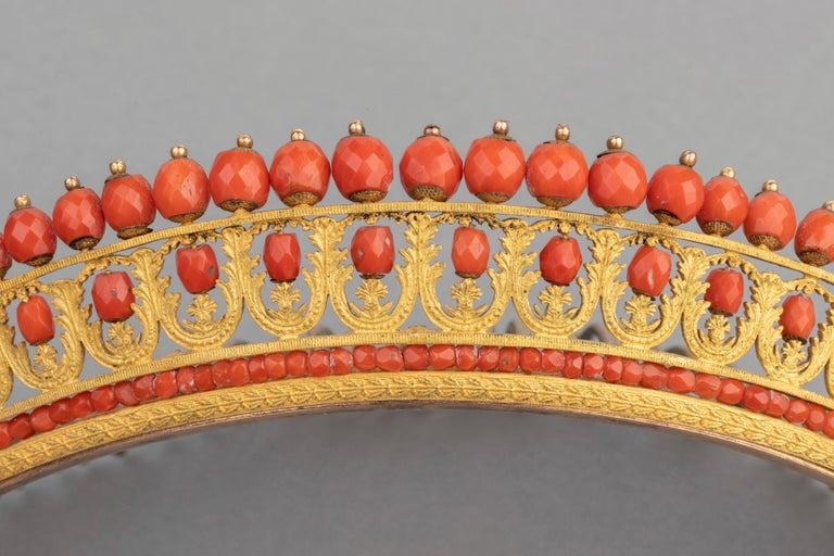 Antique Napoleon III Coral Gilt Metal Tiara In Good Condition For Sale In Saint-Ouen, FR