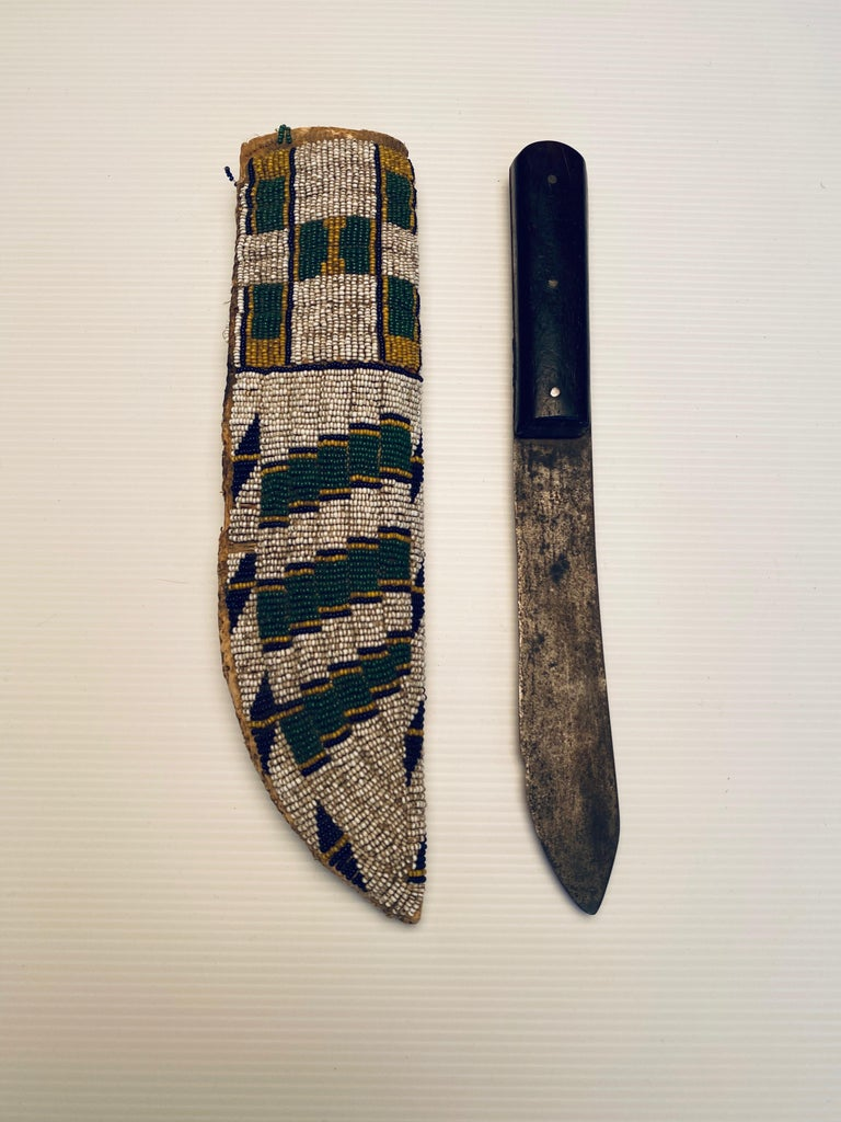 Antique Native American Beaded Knife Sheath In Excellent Condition For Sale In Cortlandt Manor, NY