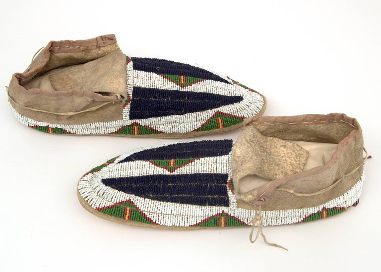Beads Antique Native American Beaded Moccasins, Sioux, circa 1900 For Sale