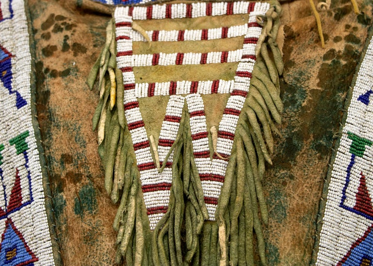 Antique Native American Beaded War Shirt, Sioux 'Plains Indian', circa 1880s In Good Condition For Sale In Denver, CO
