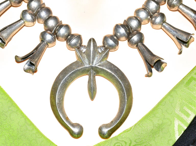 Antique Navajo Indian Large Squash Blossom Necklace, circa 1895 In Good Condition For Sale In Aspen, CO