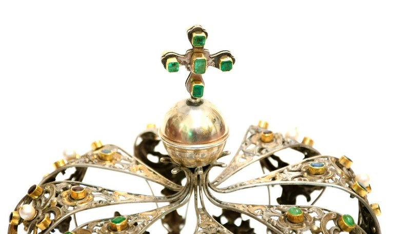 This Antique Neapolitan Crown is an original decorative object realized in Neaples in the first decades of the XVIII Century.   Original silver-plate, golden-plate and precious stones.   Hand-made in Italy.  Very good conditions.  Precious and very