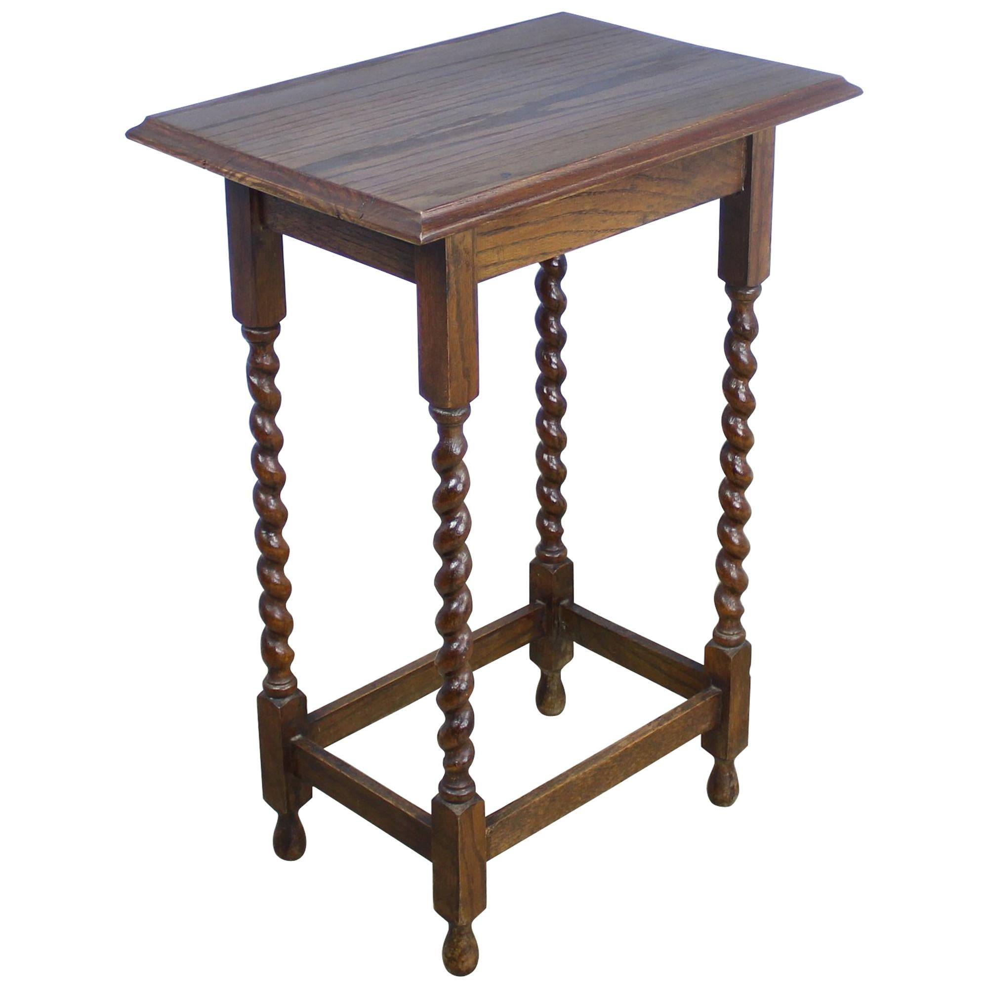 Charmant Antique Oak Barley Twist Side Table For Sale