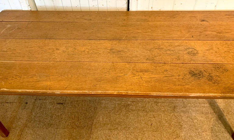 Antique Oak Plank Farmhouse Dining Table In Good Condition For Sale In West Hartford, CT