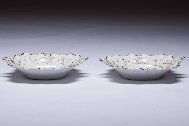 Baroque Antique Old Paris Hand-Painted Dishes Set of Two For Sale