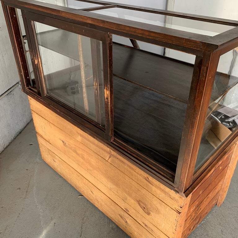 Antique One-Tier Wooden Tabletop Store Display Cabinet By Waddell Company, Ohio For Sale 5