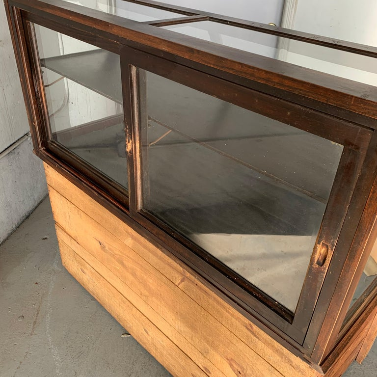 Antique One-Tier Wooden Tabletop Store Display Cabinet By Waddell Company, Ohio For Sale 8