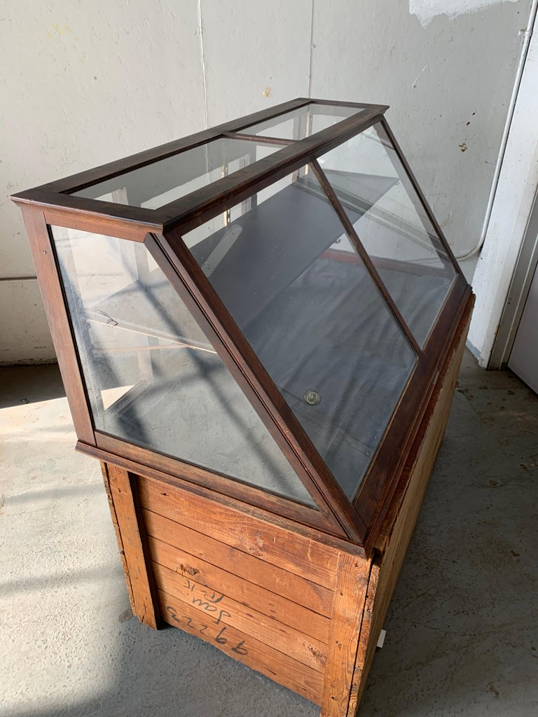 Antique One-Tier Wooden Tabletop Store Display Cabinet By Waddell Company, Ohio For Sale 9