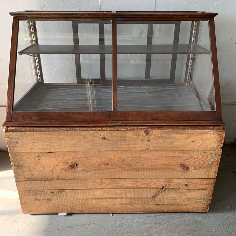 Antique One-Tier Wooden Tabletop Store Display Cabinet By Waddell Company, Ohio For Sale 10