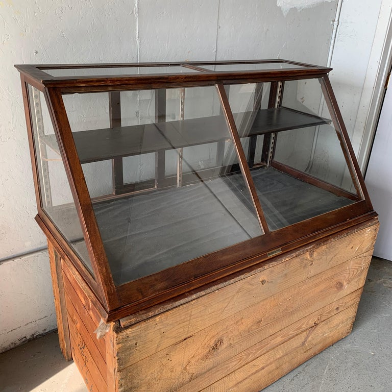 Antique One-Tier Wooden Tabletop Store Display Cabinet By Waddell Company, Ohio For Sale 11