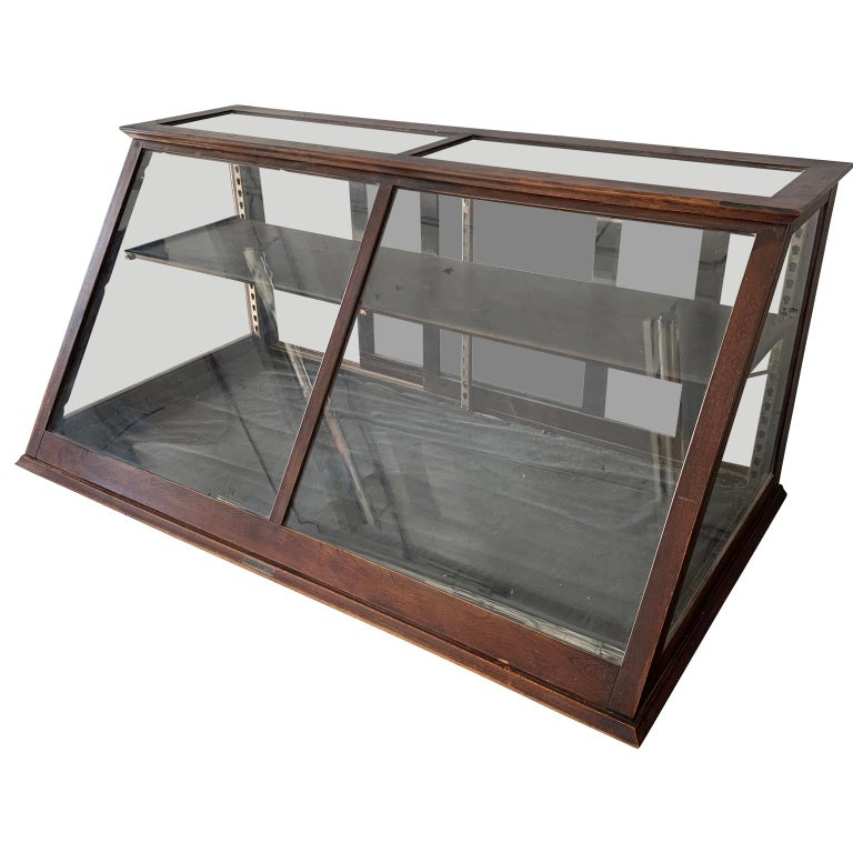 Late Victorian Antique One-Tier Wooden Tabletop Store Display Cabinet By Waddell Company, Ohio For Sale