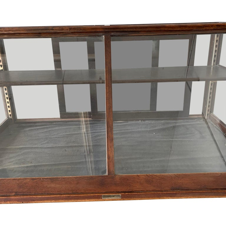 Antique One-Tier Wooden Tabletop Store Display Cabinet By Waddell Company, Ohio In Good Condition For Sale In Haddonfield, NJ