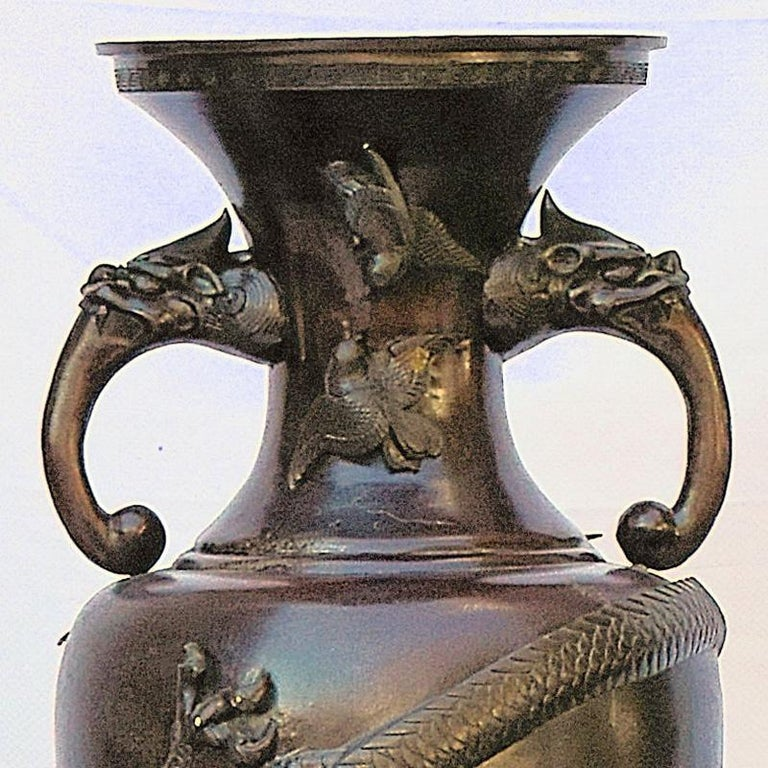 Antique Oriental Chinese Dragon Bronze Altar Archaistic Vase In Excellent Condition For Sale In Van Nuys, CA