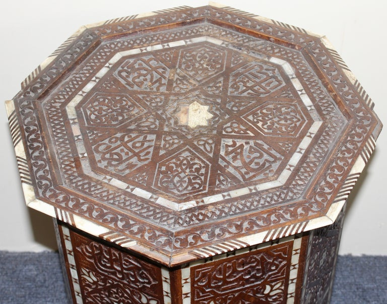 Antique, Oriental Side 'Tea or Game' Table, Mother of Pearl Inlays, 19th Century In Fair Condition For Sale In Berlin, DE