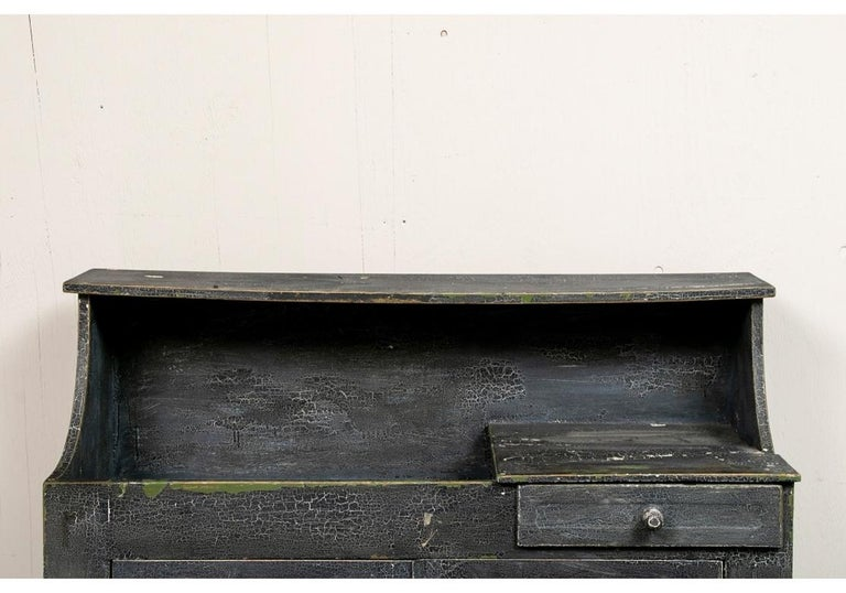 Antique Painted Cottage Cabinet with Dry Sink In Distressed Condition For Sale In Bridgeport, CT