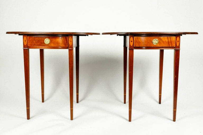 Antique Pair of Cherry / Satinwood Banded Pembroke Side Tables In Excellent Condition For Sale In Hudson, NY