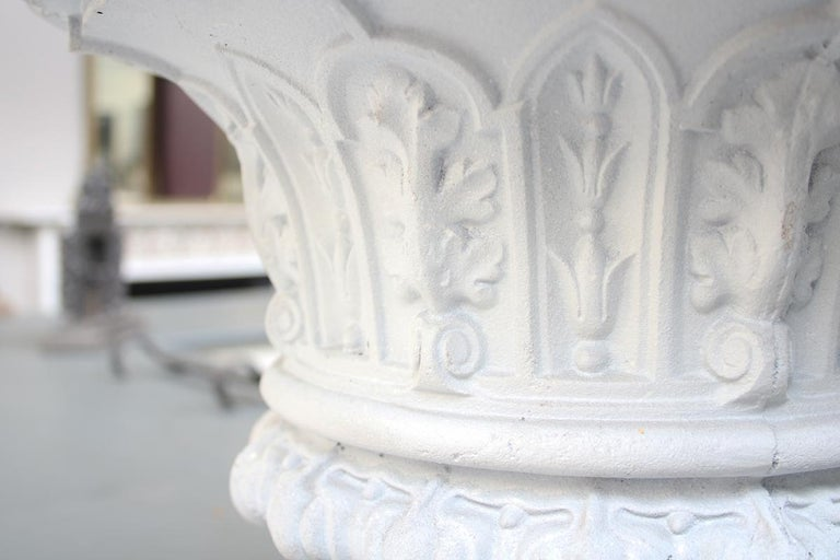 Antique Pair of Mid-Victorian Cast Iron Garden Urns In Good Condition For Sale In Manchester, GB