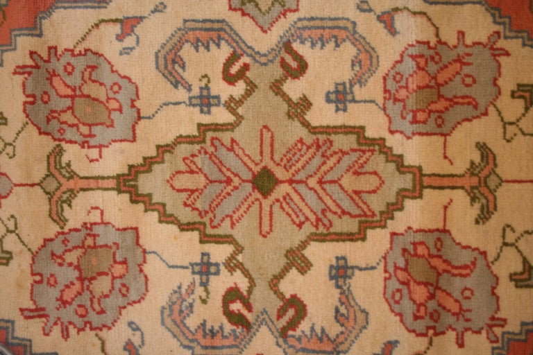 Antique Pastel Coloured Turkish Oushak Rug In Good Condition For Sale In Milan, IT
