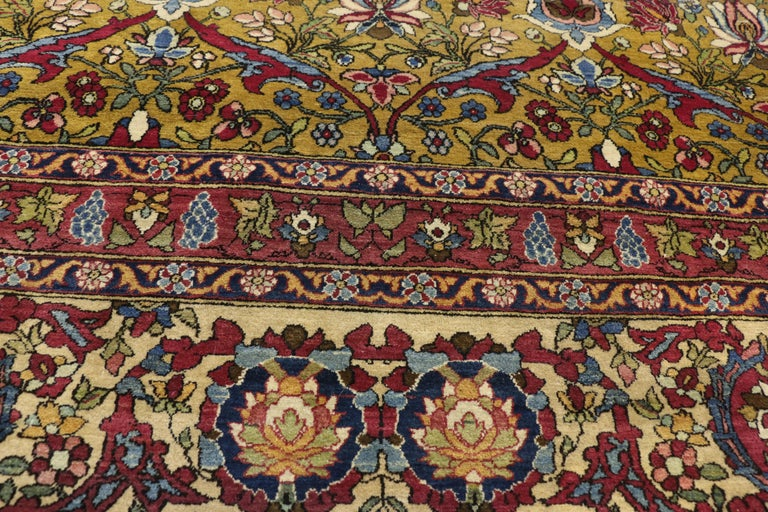 Antique Persian Isfahan Area Rug with Old World and French Baroque Style In Good Condition For Sale In Dallas, TX