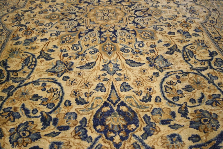 73657 Antique Persian Kerman Area Rug with Hollywood Regency Style, Persian Kirman Rug 06'00 x 09'04. This hand-knotted wool early 20th century antique Persian Kerman rug features an ornate 8-point star medallion with Hollywood Regency style.