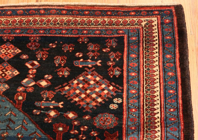 Antique Persian Malayer Rug. Size: 4 ft 7 in x 6 ft 5 in In Good Condition For Sale In New York, NY