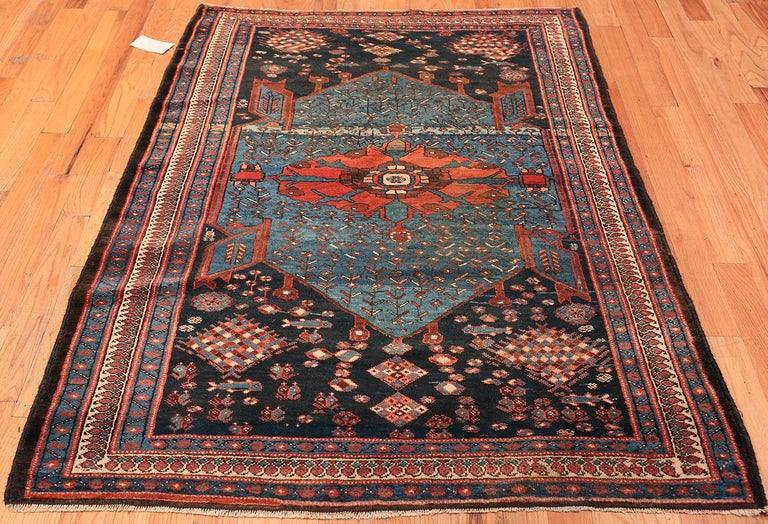 Antique Persian Malayer Rug. Size: 4 ft 7 in x 6 ft 5 in For Sale 2