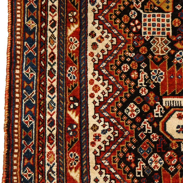 Antique Persian Qashqai Kashkooli Carpet in Pure Wool and Vegetal Dyes For Sale 5