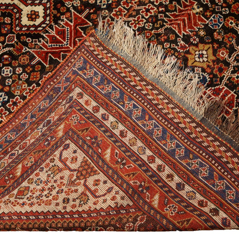 Antique Persian Qashqai Kashkooli Carpet in Pure Wool and Vegetal Dyes For Sale 6