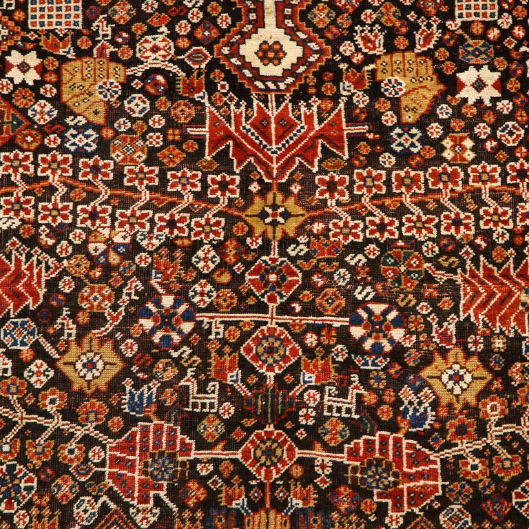 Antique Persian Qashqai Kashkooli Carpet in Pure Wool and Vegetal Dyes In Good Condition For Sale In New York, NY