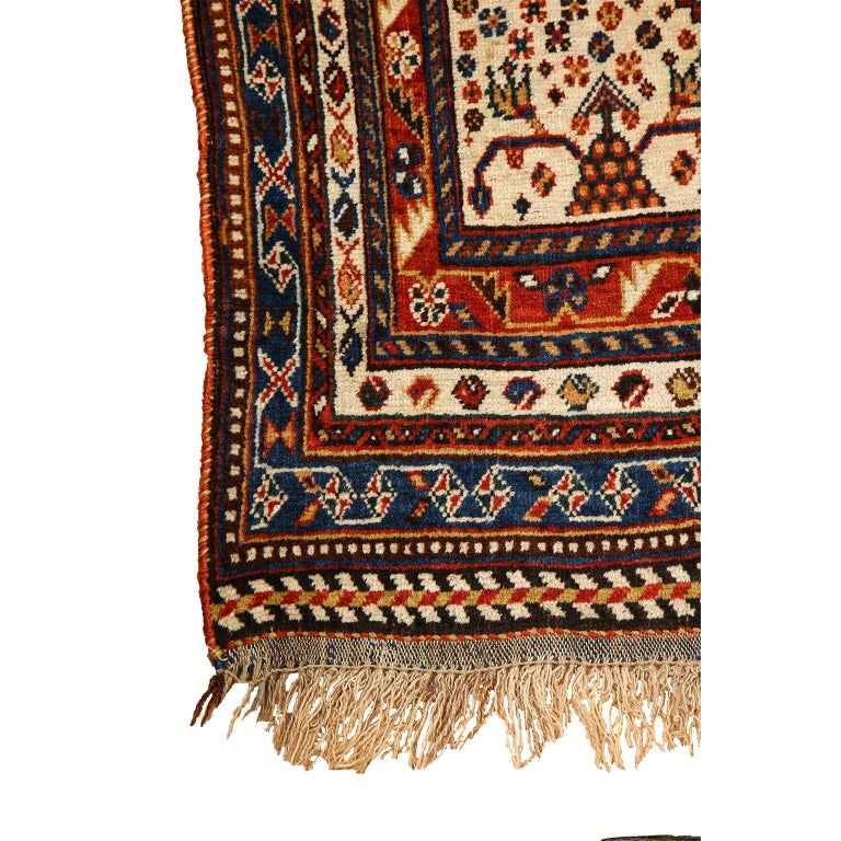 Antique Persian Qashqai Kashkooli Carpet in Pure Wool and Vegetal Dyes For Sale 2