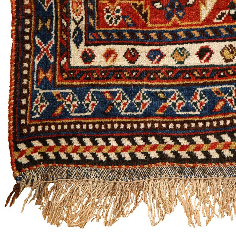 Antique Persian Qashqai Kashkooli Carpet in Pure Wool and Vegetal Dyes For Sale 3